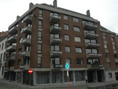 A quelques minutes du centre de Namur, à proximité des commerces et des écoles, un appartement au cinquième étage (