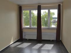 Situé à quelques pas du centre de Namur, un appartement 1 chambre au 4ème étage comprenant : hall, séjour, cuisine,