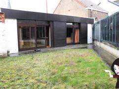 Très bonne construction saine et solide. Hab de type bel étage comp 3 garages au RDC chacun pour 1 vehic. Type de bien pouvant convenir