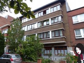 Appart situé au 2ème étage (sans ascenseur) ds résidence de 6 apparts, comp: hall d'entrée,cuis éq,sé