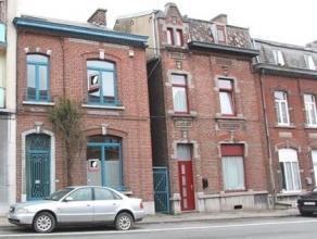 Magnifique maison de maitre, pleine de charme et de convivialité, située à la limite de 2 communes : Mont-sur-Marchienne et Marci