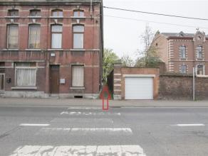 Très bon rapport qualité/prix ! Sympathique maison de type 3 façades avec accès sur 2 rues, terrasse et jardin plat, clos