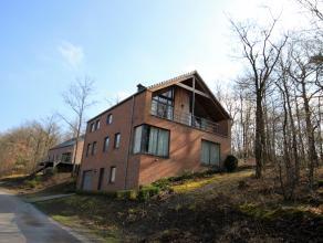 Belle habitation récente (2002) construite dans un cadre arboré et verdoyant au abord du golf de Durbuy sur un terrain de +/- 9ares.  <b
