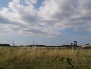 Magnifique parcelle de terrain située au centre du village d'Achêne à proximité immédiate de l'E411.Ce terrain dispo