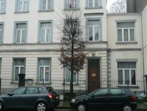 Situé aux pied de la Citadelle de Namur et à 2 pas du centre ville, appartement 1chambre (+ 1 potentielle) situé au rez-de-chauss