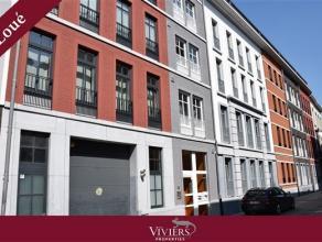 A proximité immédiate du centre ville de Namur, entre le piétonnier et la place Saint-Aubain, au dernier étage (4èm