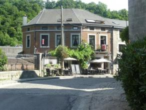 Charmant bâtiment située au coeur de la touristique petite ville de Durbuy, vous offrant un agréable rez-de-chaussée commer