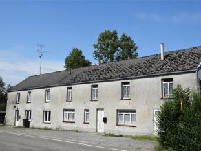 Maison d'habitation à rénover divisée en deux entités de 3 chambres chacune. Située à Romedenne, dans la r&e