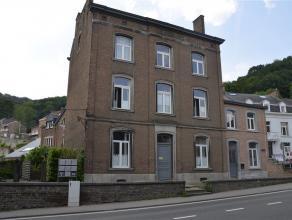 Situé à Namur, à proximité immédiate des facilités (commerces, transports en communs,..), duplex enti&egrave