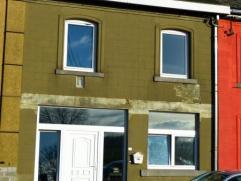 Situé à Achêne et proche de la E411, joli duplex en grande partie rénové sur 2 niveaux avec grenier aménageab