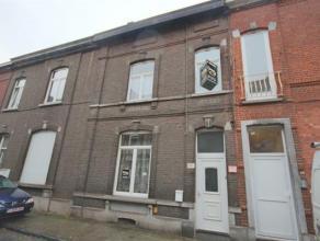 SOUS OPTION Située non loin du centre de Charleroi, cette maison 2 façades ce compose au rez-de-chaussée: hall d'entrée, s
