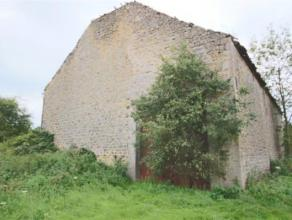 Superbe grange en pierre du pays à rénover entièrement... elle n'attend plus que vos projets avec ses 260m² au sol. Possibil