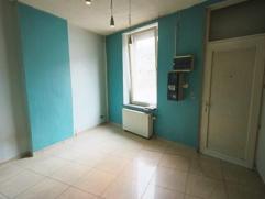 Idéal comme premier investissement! Petite maison 3 façades comprenant au rez-de-chaussée: salon/salle à manger, cuisine.