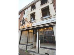 Spacieux duplex situé au premier étage d'un immeuble de deux entités dans le centre de Gilly (proche de la commune). Celui-ci se