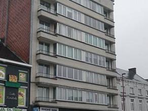 GILLY : Joli appartement traversière avec 2 belles terrasses, il se compose : vaste hall d'entrée, beaux grand living sur parquet, grand