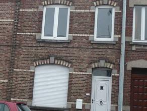 MARCINELLE : Jolie maison restaurée, proche de toutes commodités - elle propose en Rez : hall d'entrée, beau grand living, cuisin