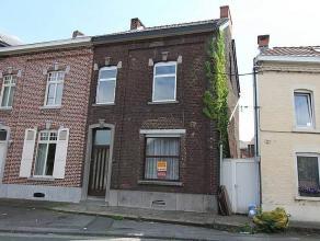 MARCINELLE : Bonne maison 3 façades avec passage latéral, elle vous propose en Rez : Hall d'entrée, beau grand living, cuisine se