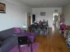 Appartement de 90 m² au quatrième étage. A proximité de toutes commodités, composé d'un living, d'une cuisine