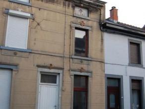 Maison à restaurer comprenant au rez-de-chaussée : 1 salon-salle à manger, 1 cuisine et 1 salle de bains. A l'étage, 2 cha
