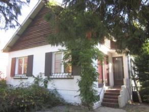 """Située dans une rue calme et paisible du quartier prisé de Marcinelle """"Hublinbu"""", agréable villa avec garage sur 6 ares de terrai"""