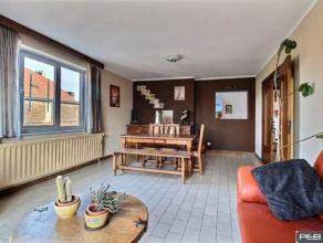 Dans un petit immeuble (3 appartements), l'appartement de 110m² du 2ème étage en parfait état, 3 chambres, cuisine éq