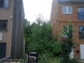 Terrain dans quartier résidentiel de 1 are 80 ca avec 6m de façade pour maison bel étage 2 façades située dans une