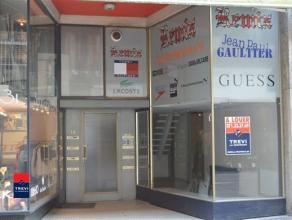 CHARLEROI :Rue de Dampremy nÂ31. Idéalement situé au coeur de la ville. Surface commerciale de 60m² sur deux niveaux avec une