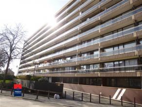 CHARLEROI: Bel appartement situé au 5ème étage d'une résidence calme, bien entretenue et sécurisée avec asce