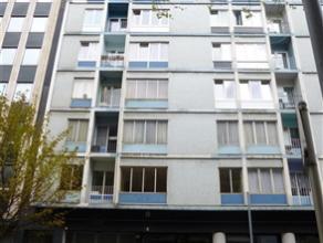 CHARLEROI: Bel appartement situé au 8ème étage d'une résidence calme, sécurisée avec ascenseur. Deux apparte