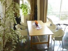 CHARLEROI: Beau duplex moderne et sécurisé situé au 8ème étage d'une résidence agréable et bien entre
