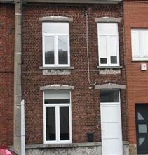 MARCINELLE: Belle maison entièrement rénové dans un quartier calme offrant un bel environnement. Celle-ci se compose: au sous-sol