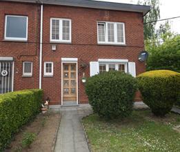 MARCINELLE : Belle maison trois chambres en excellent état d'entretien et entièrement rénovée. Cette habitation, libre &ag