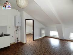 Appartement comprenant un living avec coin cuisine semi-équipée, 2 chambres et une salle de douches.Loyer : 525 eurosElectricité-
