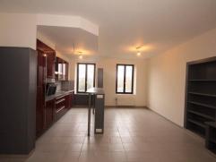 Mont-sur-Marchienne :à louer au 1erétage appartement entièrement rénové comprenant un living avec cuisine éq