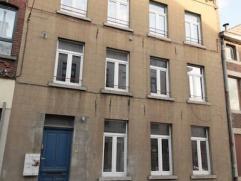Charleroi : à louer appartement au 3ème étage comprenant hall d'entrée, séjour avec cuisine (pas de cuisiniè
