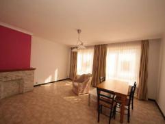 Gilly : à vendre proche de toutes commodités appartement au 1er étage comprenant hall d'entrée, séjour, cuisine &ea