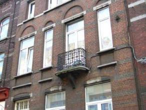 Charleroi : à louer dans centre ville appartement comprenant hall d'entrée, séjour, cuisine équipée avec coin &agra