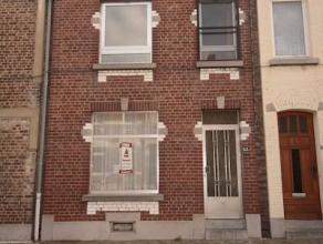 Marcinelle : à vendre proche de toutes commodités maison en bon état comprenant hall d'entrée, salon, salle à mange