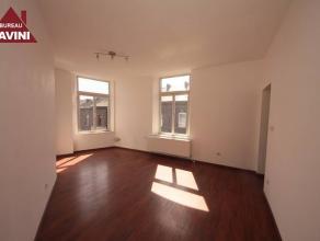 VISITES : 0488/65.34.40Gilly : à louer au 1er étage appartement entièrement remis à neuf comprenant living, cuisine &eacut