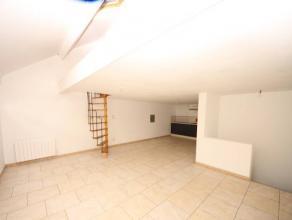 VISITES : 0489/28.28.03Charleroi : à louer proche de toutes commodités appartement au 2ème étage comprenant cuisine