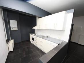 VISITES : 0489/95.53.48Charleroi : à louer proche de toutes commodités appartement au 1er étage comprenant cuisine é