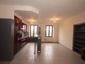 Visites : 0488/65.34.40Mont-sur-Marchienne : à louer au 1er étage appartement entièrement rénové comprenant u
