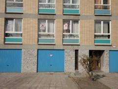 Gilly :à vendre proche de toutes commodités appartement au 1erétage comprenant hall d'entrée, séjour, cuisine &eacu