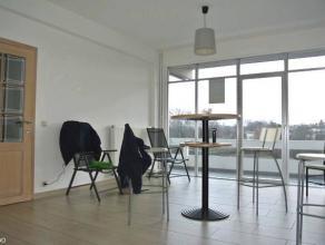 Agréable appartement 2 chambres récemment rénové situé au 4è étage d'une résidence calme et s&