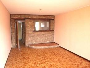 Agréable appartement lumineux situé au 4è étage d'une résidence sécurisée à Charleroi, proche
