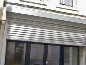 SITUE AU CENTRE DE FLEURUS, A PROXIMITE DE LA PLACE FERRERPièce commerciale d'une superficie de 55m² - local cuisine 12m² - local toi