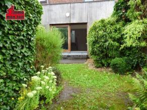SPACIEUSE MAISON TRES LUMINEUSEAu rez: hall d'entrée - living avec baie vitrée donnant accès à la terrasse et au jardin -