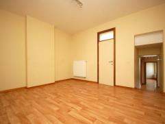 Au centre de Gilly: Lumineux appartement 2 chambres  au 1° étage à proximité des 'quatre-bras'. Loyer : 585 euros + 30 euros