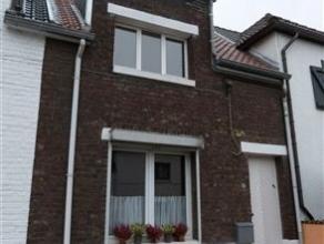 Bonne maison en très bon état située dans un endroit très calme Rez. : petit hall d'entrée, living (3.91 x 7.71 M),
