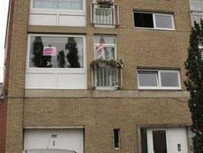 Idéalement situé derrière la maison communale de Gilly (face au parking), bel appartement 2 chambres de 80m² comprenant : Ha